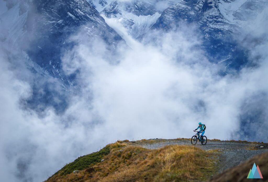 scuol-mtb-bike-naluns-alp-cluenas-tina-gerber-uphill