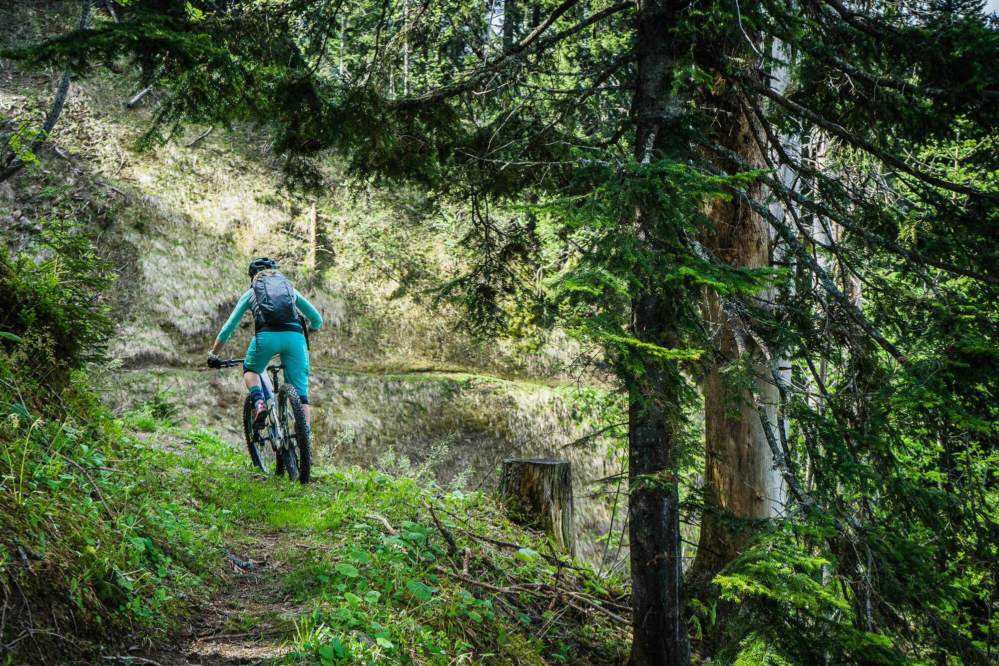 mtb-schrattenfluh-entlebuch-switzerland-outsideisfree-trail-wald-tina