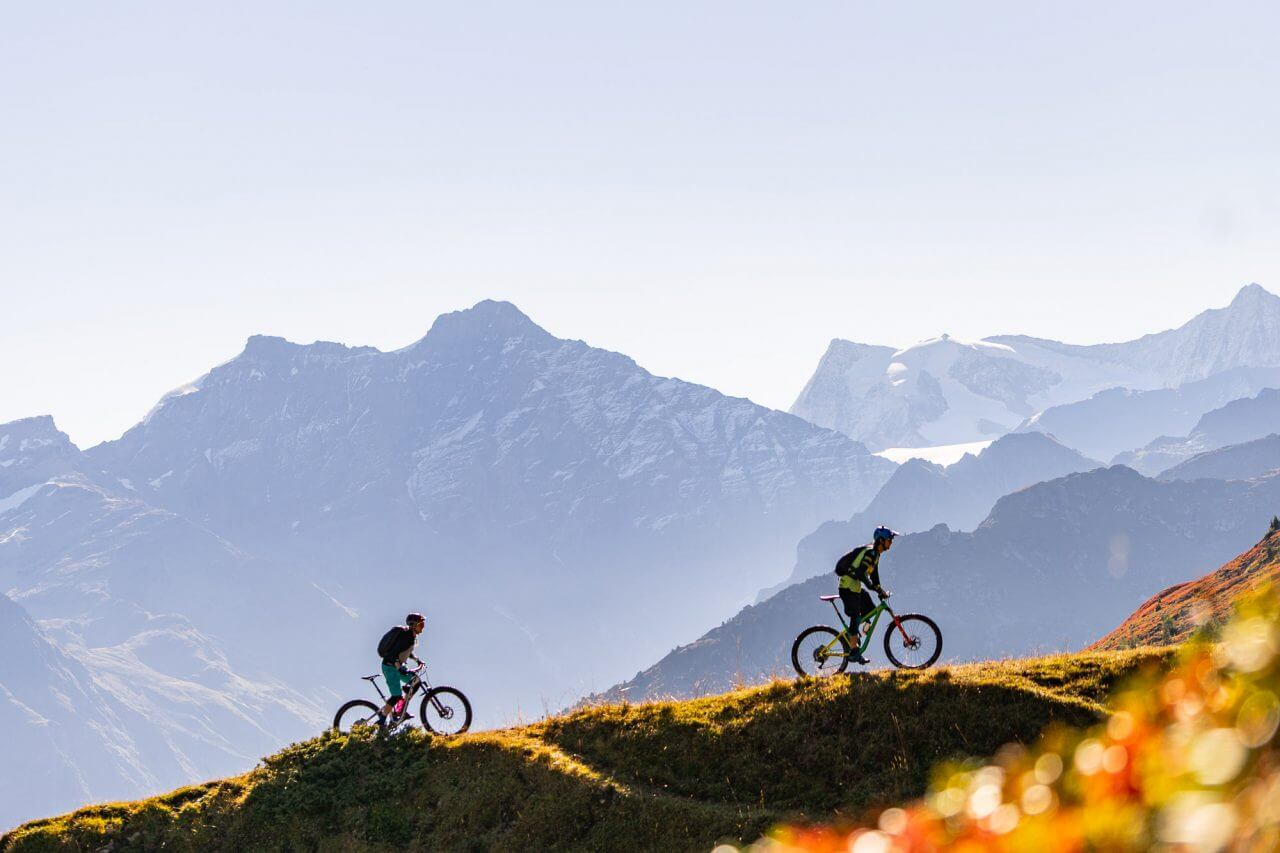 moutainbikers-in-verbier